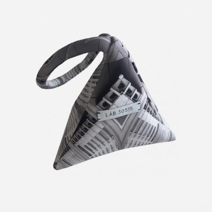 迷宫图案三角包
