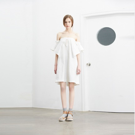 白色提花蝴蝶袖抹胸连衣裙