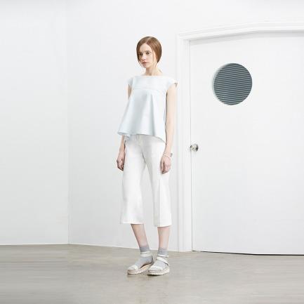 白色压褶阔脚七分裤