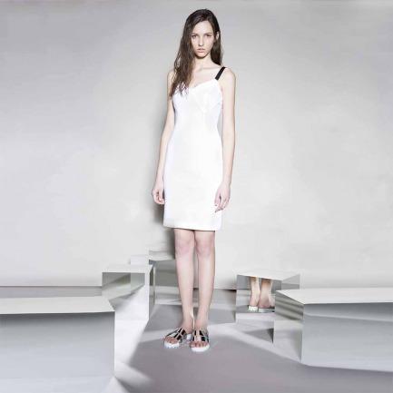 白色针织连衣裙(LW15SsB05007-2TC01-ABC)
