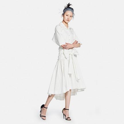 纯白蝴蝶结连衣裙