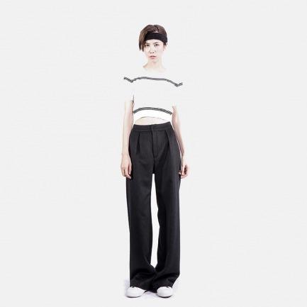 白色黑条纹针织圆领短袖上衣 黑色羊毛阔腿长裤