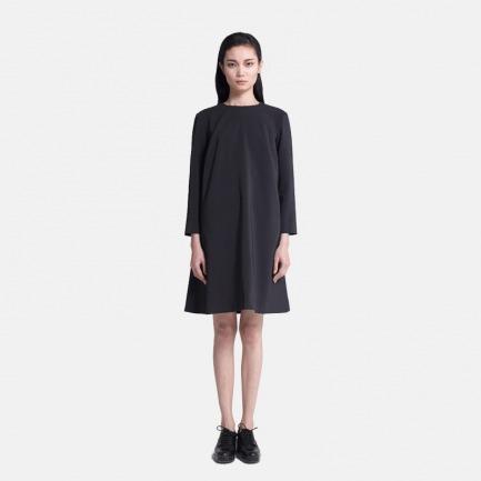 黑色A形连衣裙