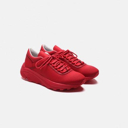 红色系带户外跑步鞋