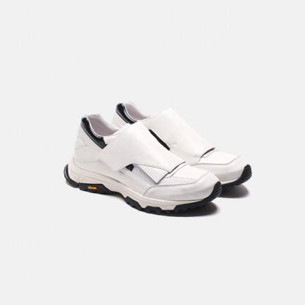 白色维克牢搭扣低帮训练鞋