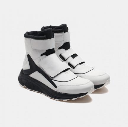 黑白拼色高帮魔术贴户外跑步鞋