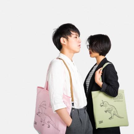 《通灵自画像》帆布袋 艺术家王浩然(Adrian Wong)合作款 唤起童年记忆(多款可选)