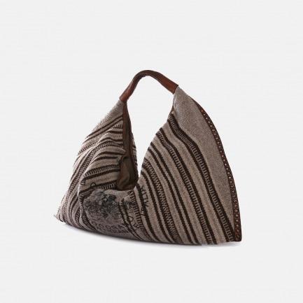 意大利复古手工牛皮地毯布拼接铆钉镶边装饰单肩包