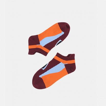 酒红底抽象印花短袜