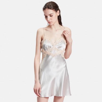 蕾丝点缀真丝吊带短裙 | 腰间那一抹透视 性感撩人