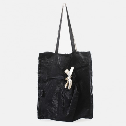 黑色反光自然毛边抽绳单肩包 | 原创立体裁剪贴布袋设计