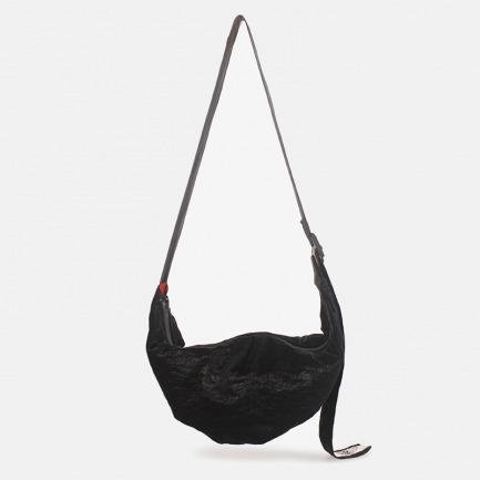 黑色反光斜挎饺子包 | 随身轻便