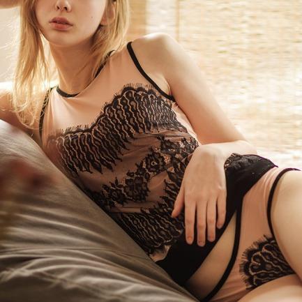 繁花丝绒蕾丝长背心 | 丝绒网纱与蕾丝曼妙拼接