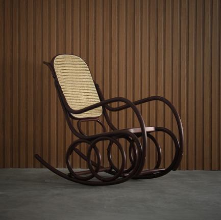 Armchair dondolo 摇椅 | 爱因斯坦、毕加索都爱的经典设计