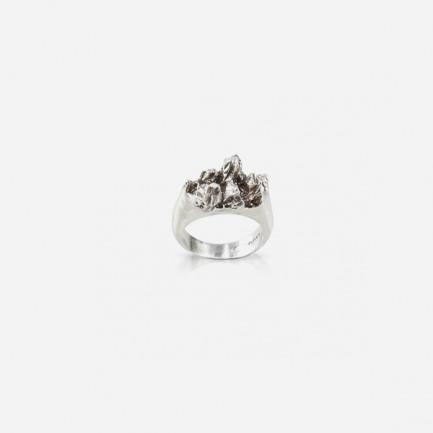 银色岩石纹理装饰戒指