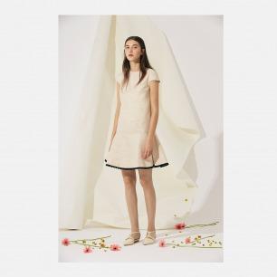 裸色金丝连衣裙
