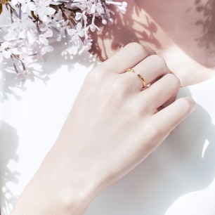 「樱」 暖金珐琅花瓣开口戒指 | 18K金打造 暗藏淡粉色樱花瓣珐琅