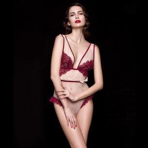 蔷薇酒红蕾丝贴身连体裤