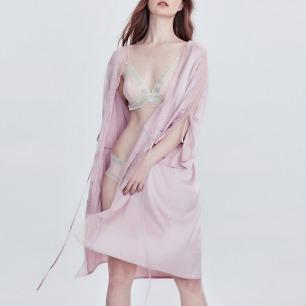 柔滑亮丽的丝缎睡袍 | 粉紫暖灰 蕾丝袖系带开叉