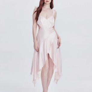 樱花裸粉真丝吊带裙 | 侧腰镂空 荷叶卷边