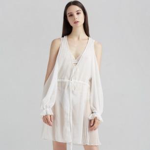 白色薄纱睡袍   褶皱波点露肩设计 温婉女人
