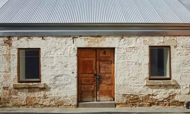 空间/住在200年老谷仓里是什么感觉