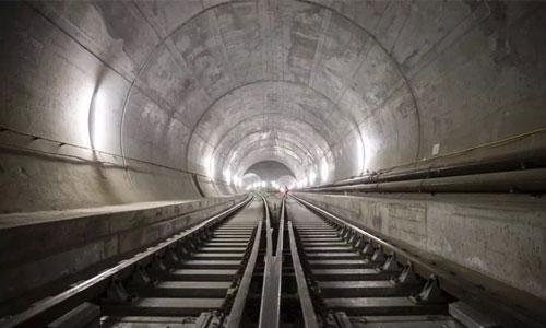 他们花了17年建成全球最长隧道,第一件事竟是用来开演唱会/全球最长隧道建成的第一件事是干嘛