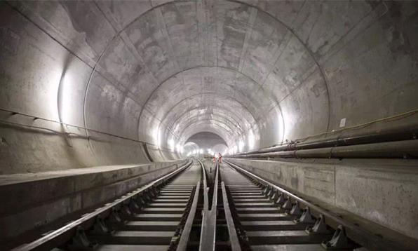 他们花了17年建成全球最长隧道,第一件事竟是用来开演唱会/他们花了17年建成全球最长隧道