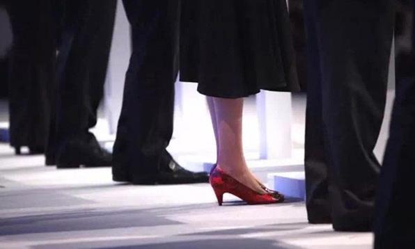 超爱鞋的英国新任女首相,可以引领唐宁街Style吗?/来看看这位超爱鞋的英国新任女首相