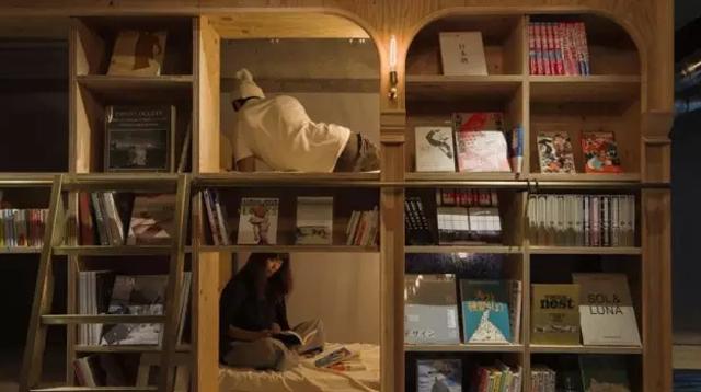 日本这家24小时营业的书店,让客人睡书架却不卖书/24小时的书店,让客人睡书架却不