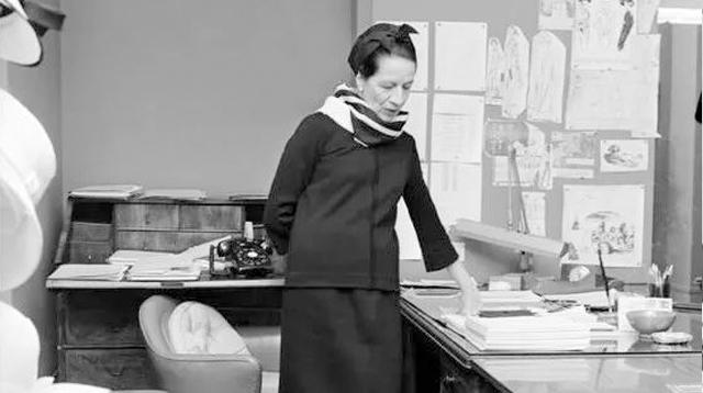 《穿Prada的女魔头》上映11年,你知道电影的许多情节也源于她吗?/《穿Prada的女魔头》上映11