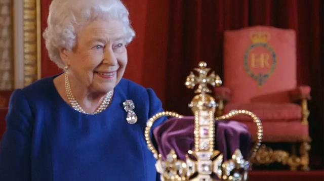 没听错!英女王亲口说:憋低头,王冠会掉/没听错!英女王亲口说:憋低头,王