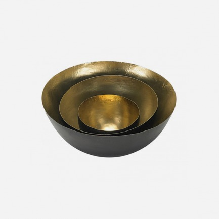 3个手工捏制的黄铜碗 | 英国鬼才设计师的生活美学