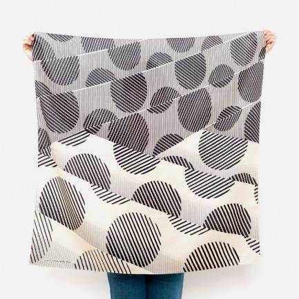 日式风吕敷丝巾-斑点   日剧里的小包裹 便当巾