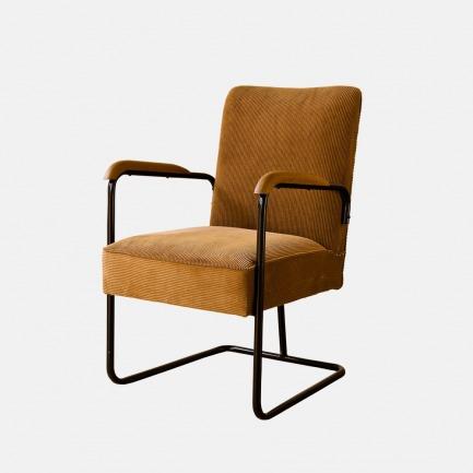 曾风靡上海的复古铁管椅 | 复古 舒适 时髦