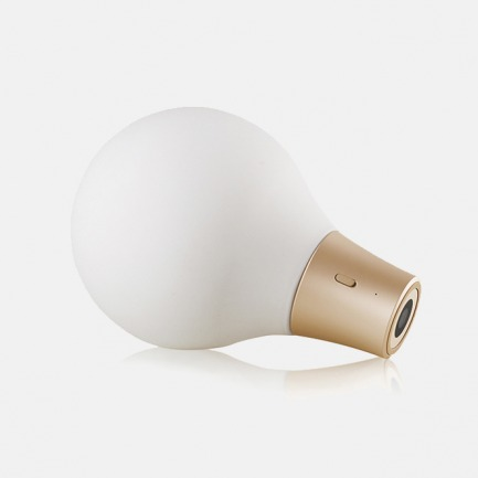 ColorUp 吸色灯 | 如变色龙般随意变换色彩的吸色桌灯【两色可选】