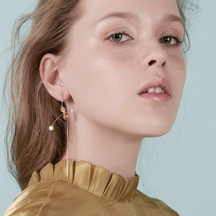 蝴蝶意面耳线 | 纯银镀18K金 施华洛世奇珍珠