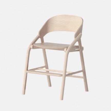 儿童成长学习椅 | 支撑空间足 极简流线外形