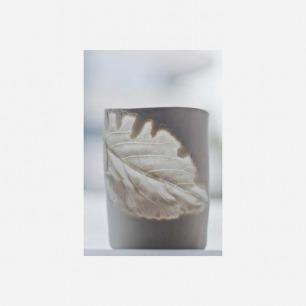 耳语工作室的树叶杯