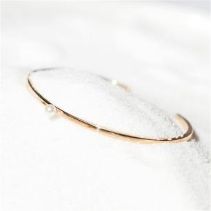 莹-珍珠手镯 | 18K黄金 + 天然海水白珍珠