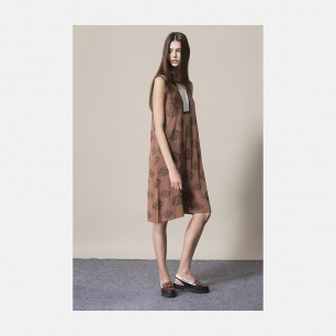 咖啡底贝壳图案针织连衣裙 | 优雅而又简洁的设计