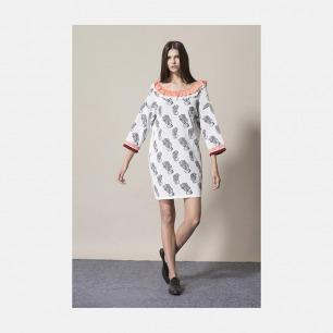 后v领木耳边珊瑚提花连身裙 | 优雅而又简洁的设计