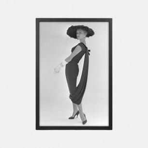经典摄影装饰画 长裙模特 | 穿着John Cavanagh长裙
