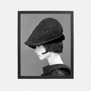 复古摄影装饰画 戴帽女 | 戴着波斯羔羊帽的Marie