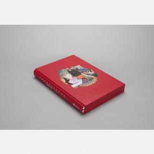 探索Prada 30年来的设计历程《星球普拉达》