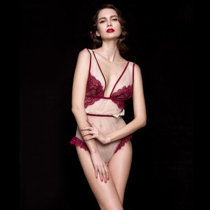 少女式性感蕾丝贴身连体裤 | 蔷薇酒红 镶嵌边际