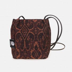 欧洲经典图纹棕红色进口毛呢斜挎方桶包 | 轻便随身