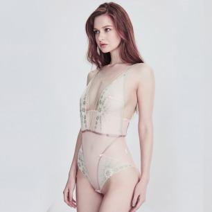 V型复古连体衣 | 樱花粉超细网纱与灰绿蕾丝