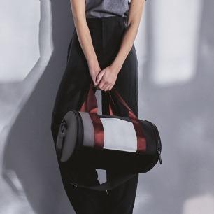 街头风柯基手提单肩水桶包 | 经典款木桶形包 简约时尚
