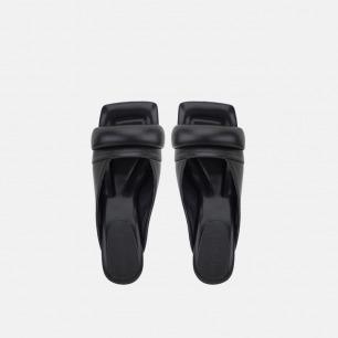 方头高跟凉鞋   稳固圆柱跟 艺术线条设计